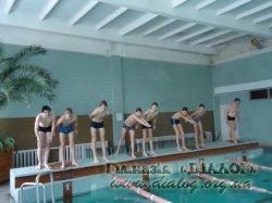 Учні 8-В про користь відвідання басейну.