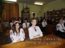 Народознавча година «А над світом українська вишивка цвіте»