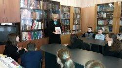 Знайомство учнів 5-В класу з гімназійною бібліотекою